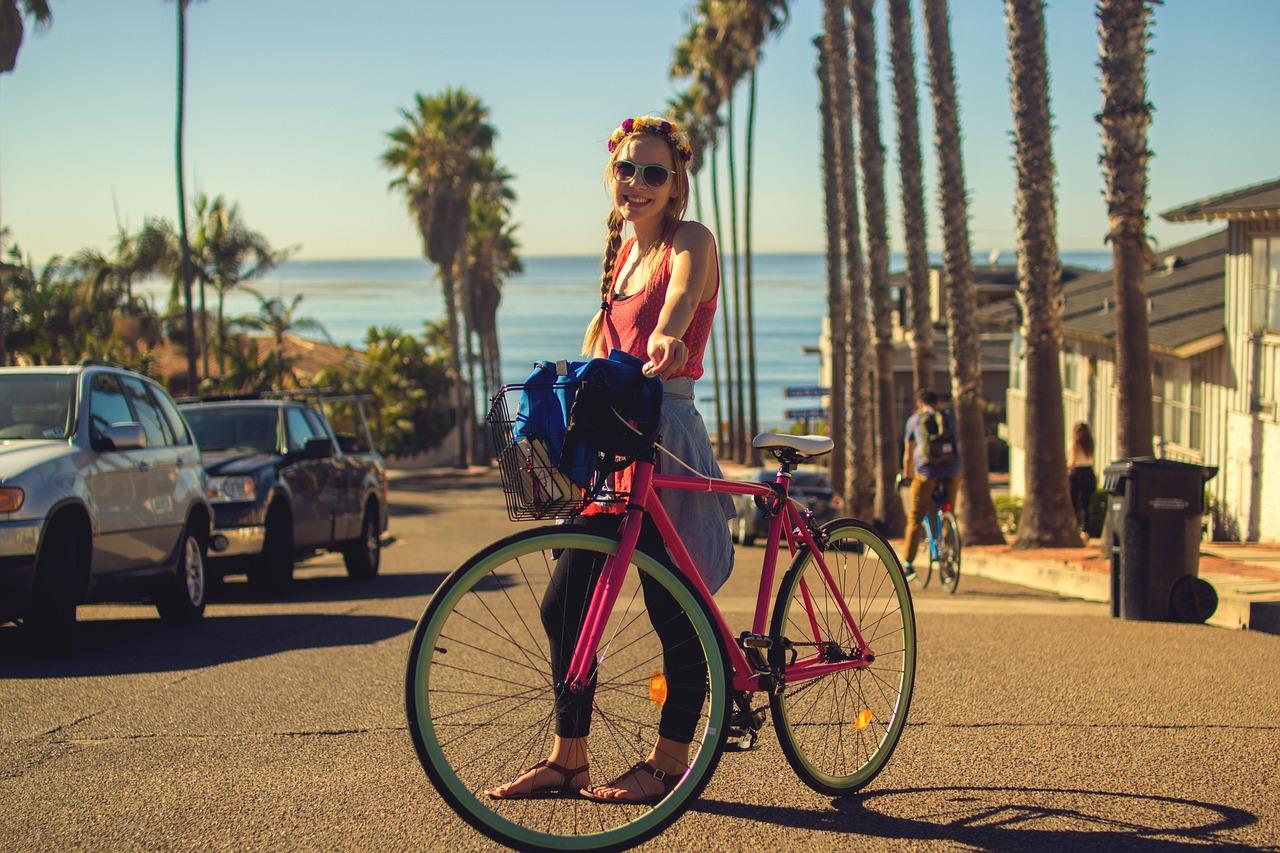 Ragazza con bicicletta